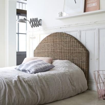 Ein Kopfteil aus rattan für ein warmherzig Schlafzimmer
