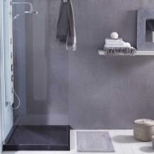 Ein Duschboden aus schwarzem Marmor für einen eleganten Badezimmer