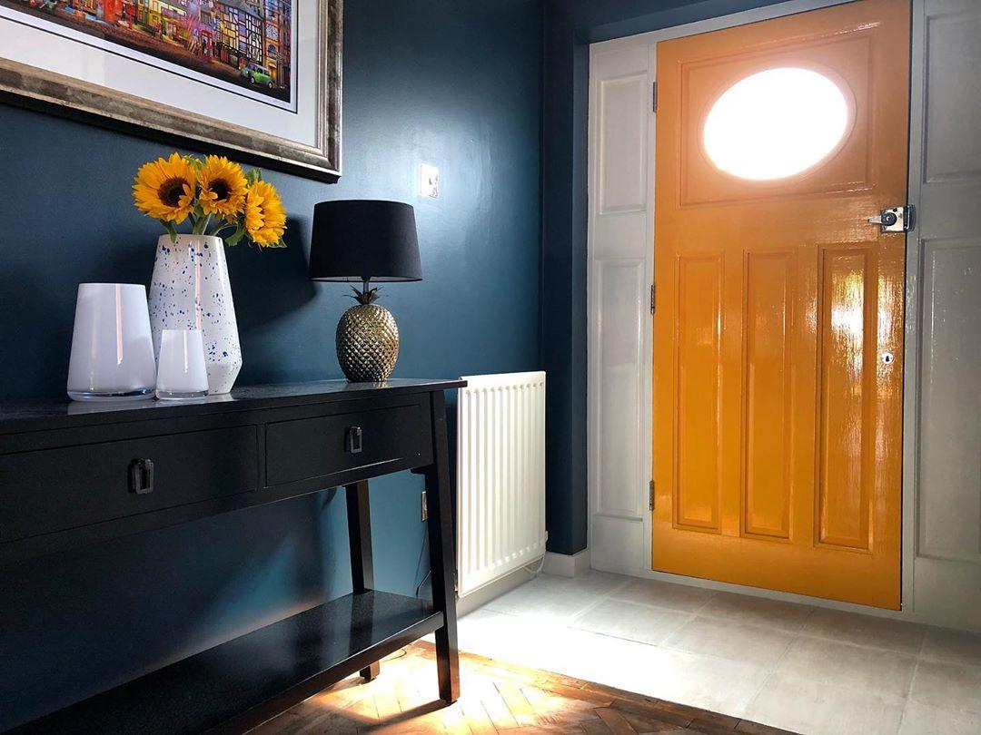 inside-the-painted-door