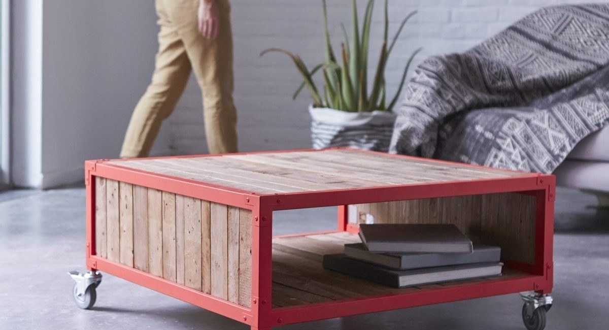 Table-basse-en-bois-recyclés-et-métal-80-Atelier-red-6.jpg