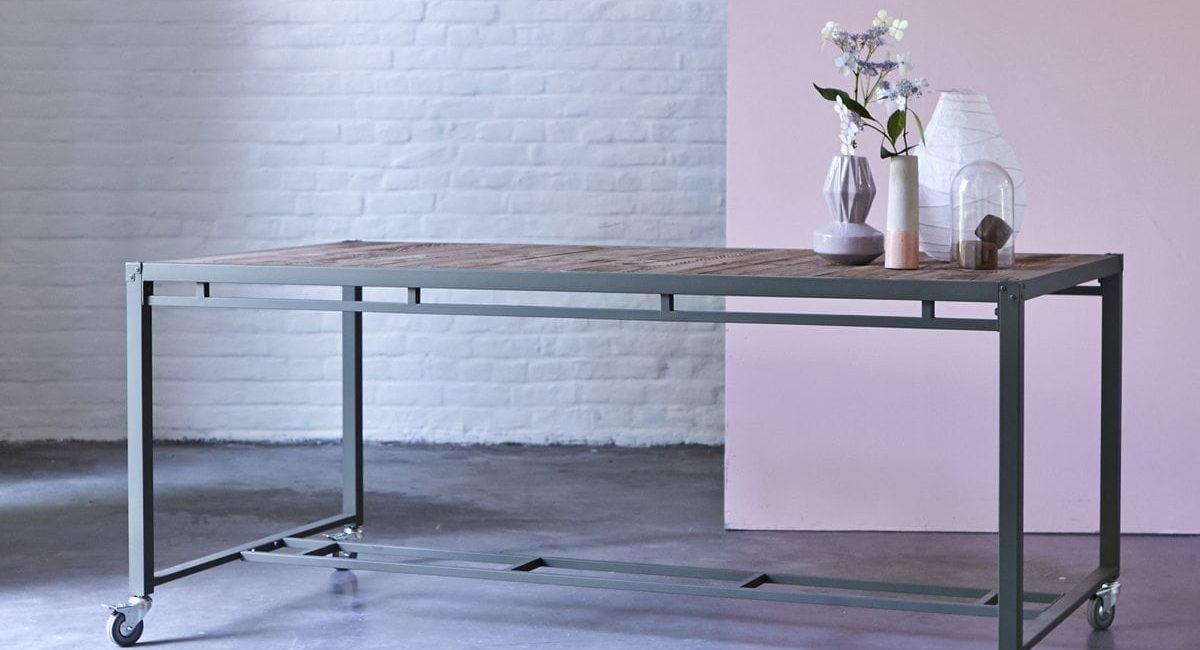Table-en-bois-recyclés-et-métal-180x90-Atelier-kaki-2.jpg